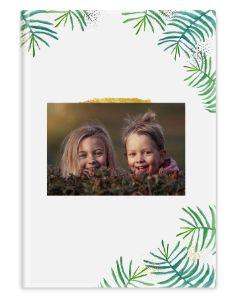 Omista kuvista tehty kirja metsä-aiheella