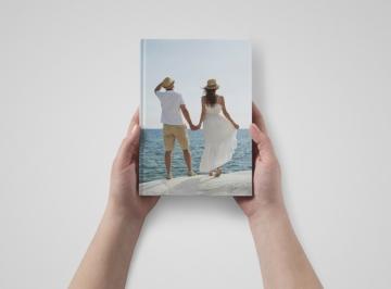 Vaakamallinen A5-kuvakirja, jossa kokemuksia sinisellä teemalla