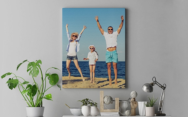 Canvas-taulu olohuoneessa perheestä